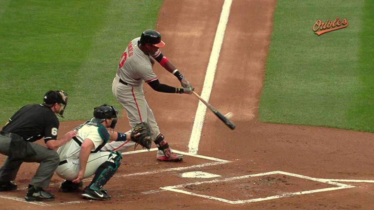 Jones, Davis lideran triunfo de los Orioles en Seattle