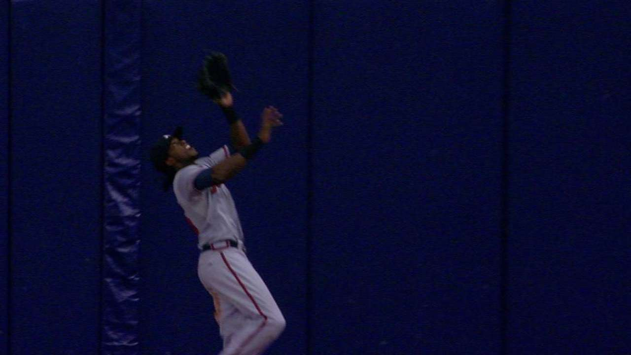 Maybin shows off glove with leaping grab