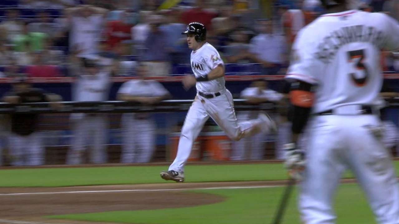 Hechavarria's game-tying sac fly