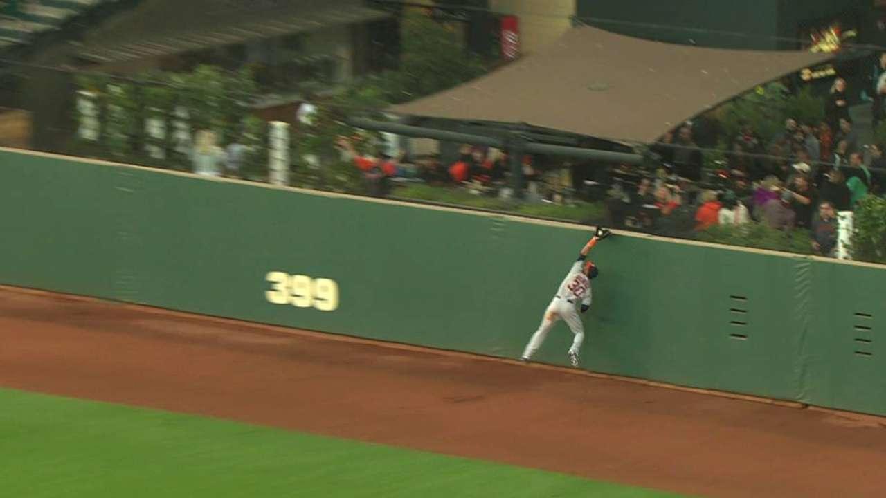 Gomez robs Giants with stupendous catch