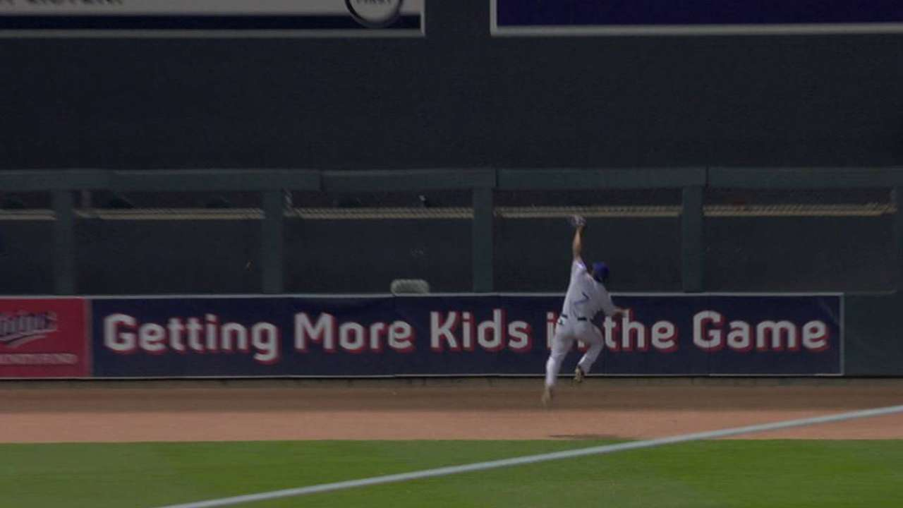 DeShields' leaping catch