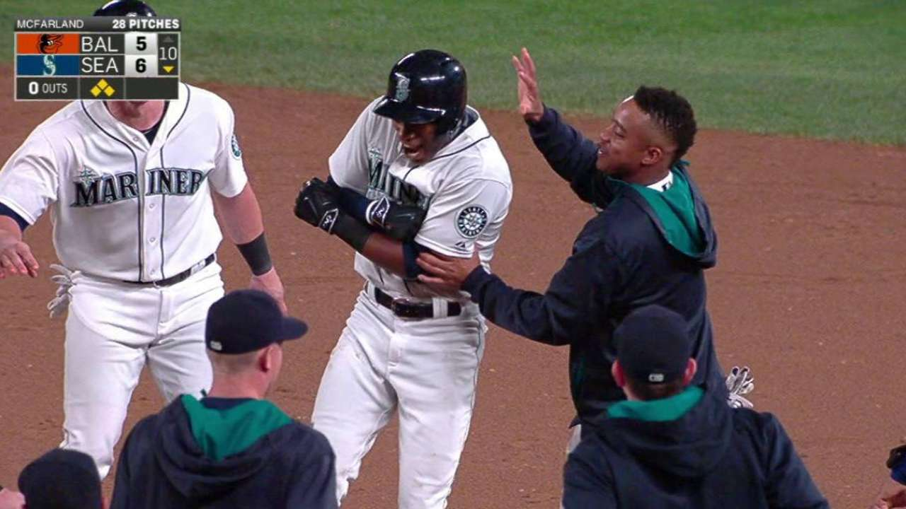 A-Jax's walk-off single lifts Mariners over O's