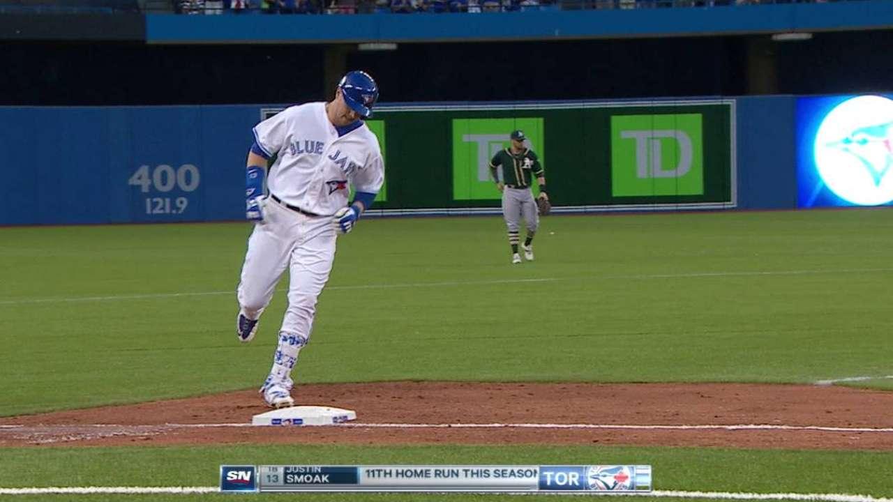 Smoak's three-run homer