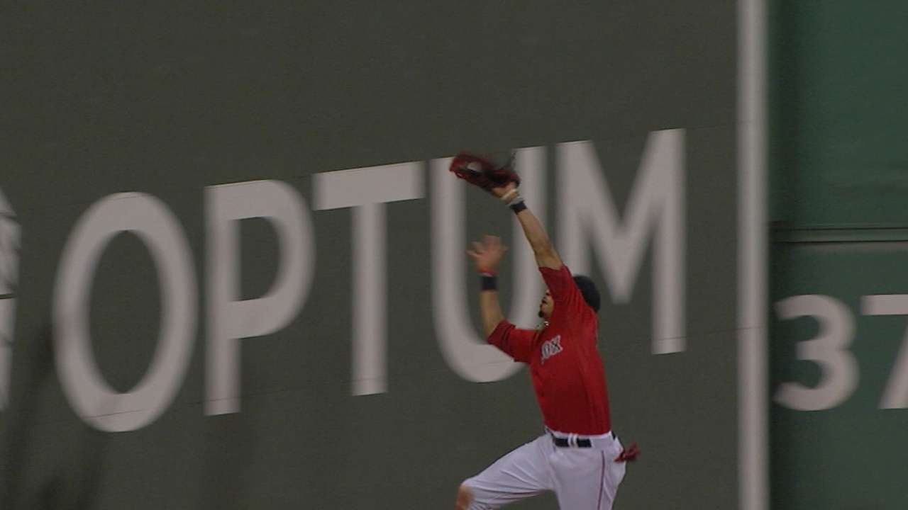 Betts crashes into Monster on terrific catch