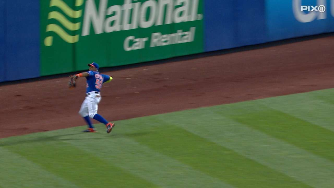 Cespedes throws out Rodriguez