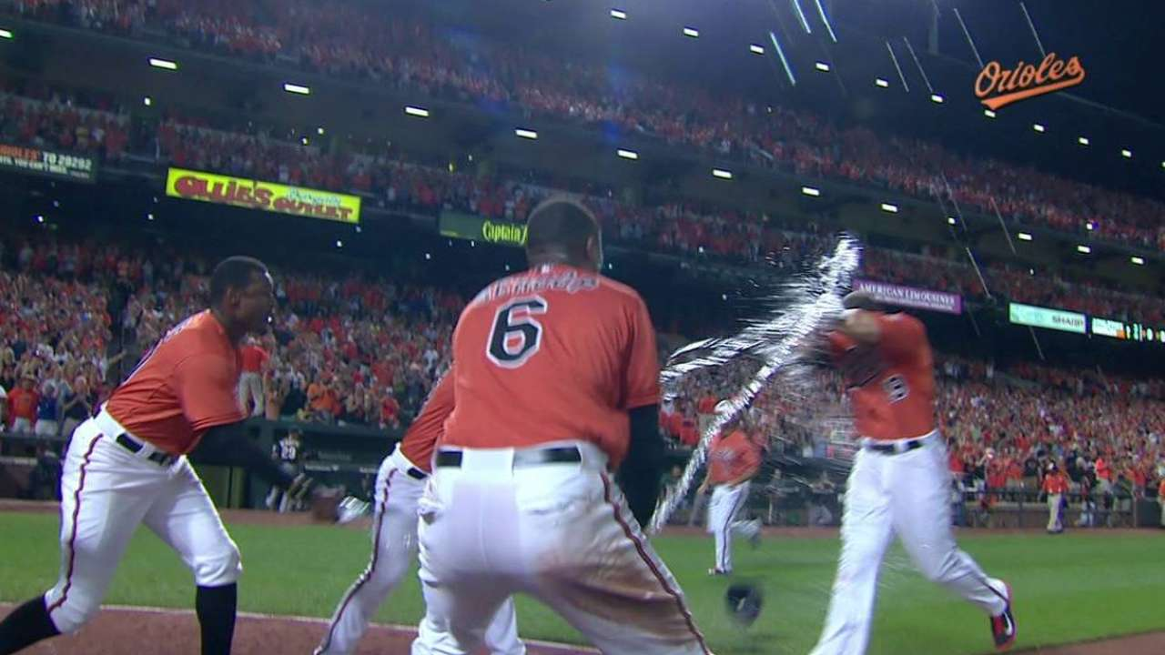 Davis' game-winning homer