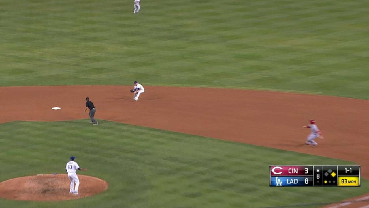 Kike Hernández pone argumentos para más juego en los Dodgers