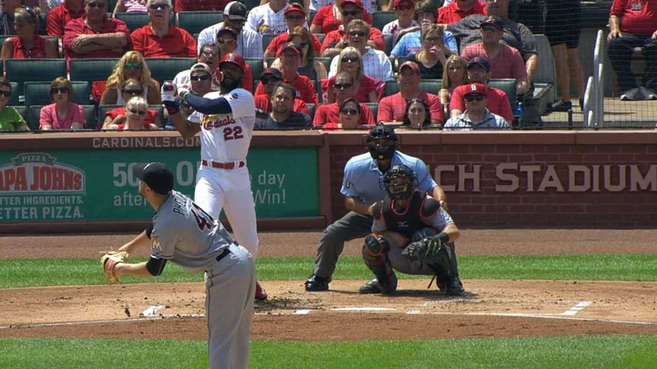 Heyward breaks out power bat vs. Marlins