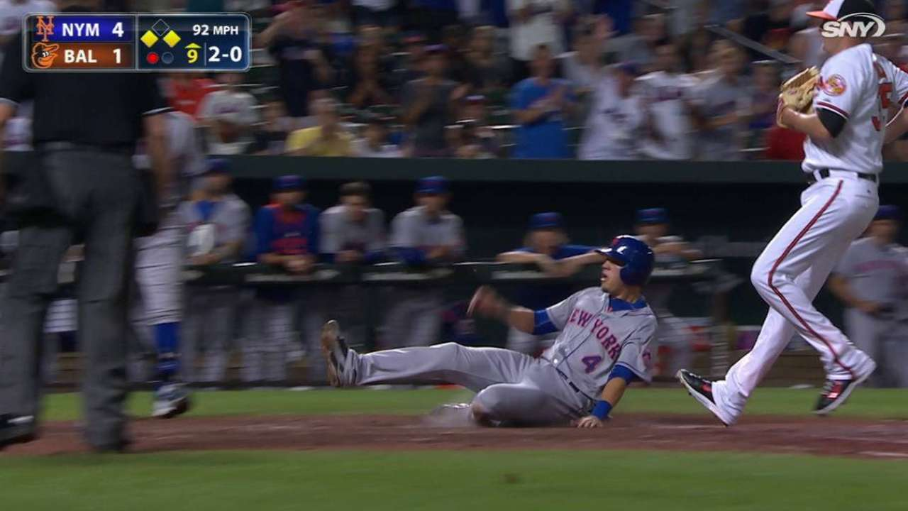 Flores scores on a wild pitch