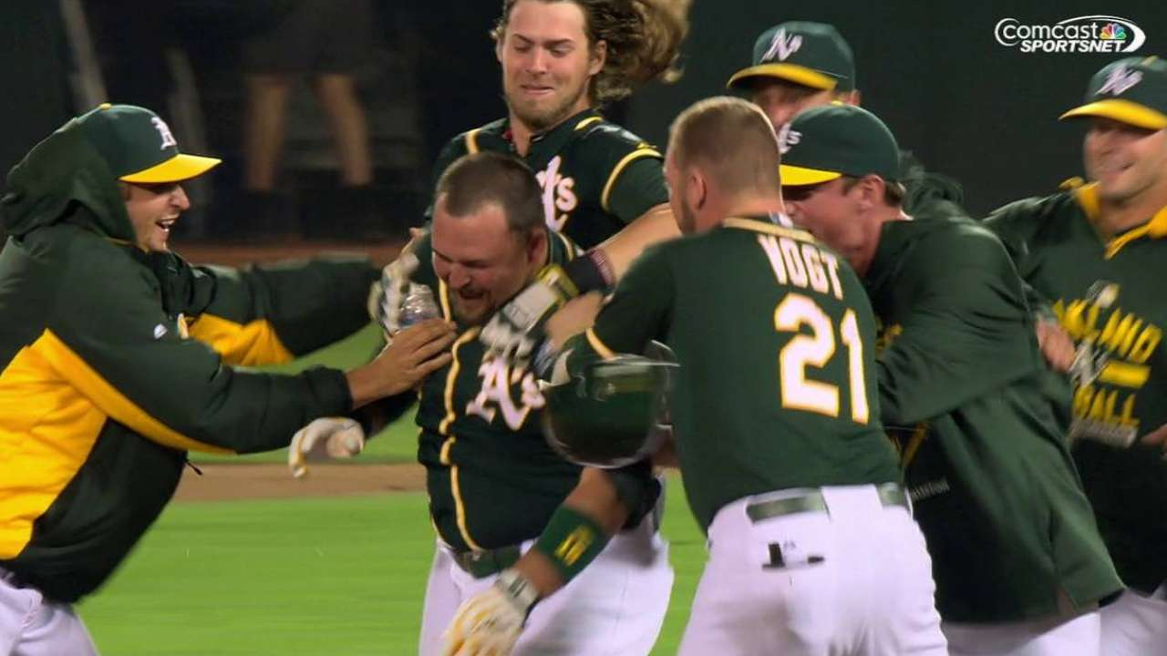 Butler does it: A's walk off Dodgers in 10th