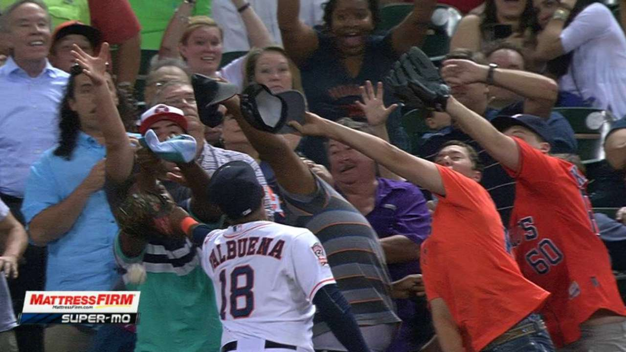 Valbuena just misses foul ball