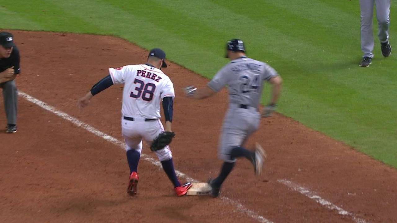 Perez beats Sizemore to first