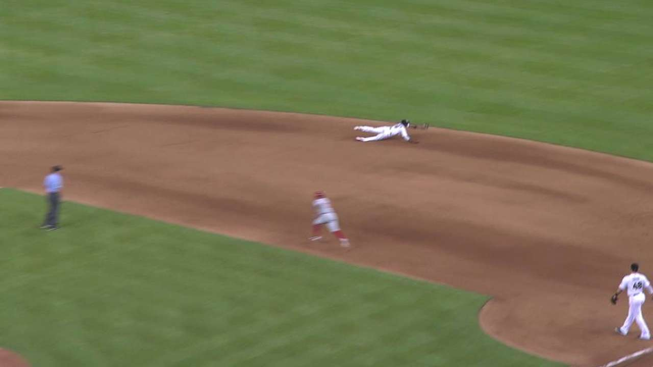 Gordon makes spectacular diving play on Ruiz
