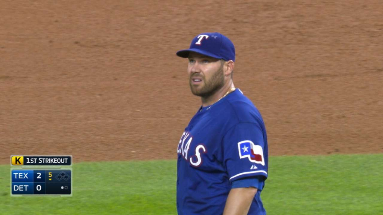 Sharp Lewis leads Rangers over Tigers
