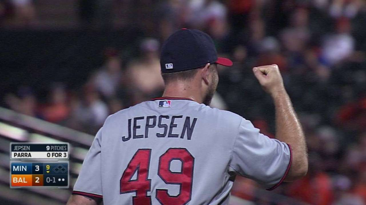 Jepsen earns save, Twins win
