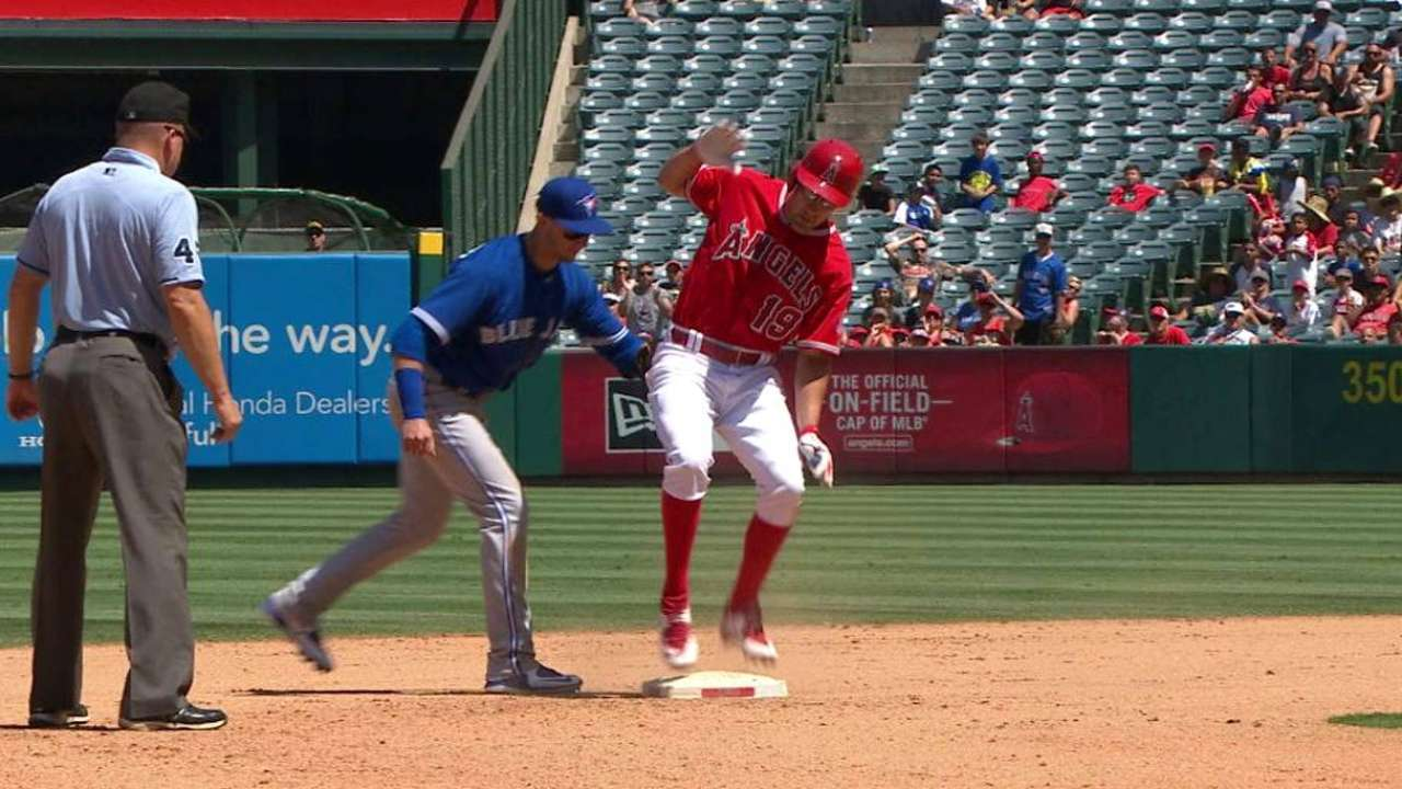 Tulo tags out Murphy at second