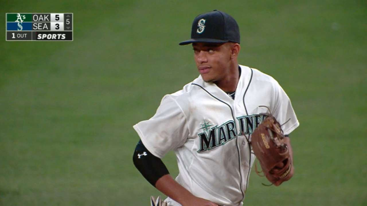 Mariners adjust rotation for series vs. A's