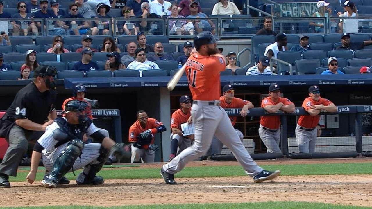 Evan Gattis conecta dos jonrones y los Astros ganan serie vs. Yankees
