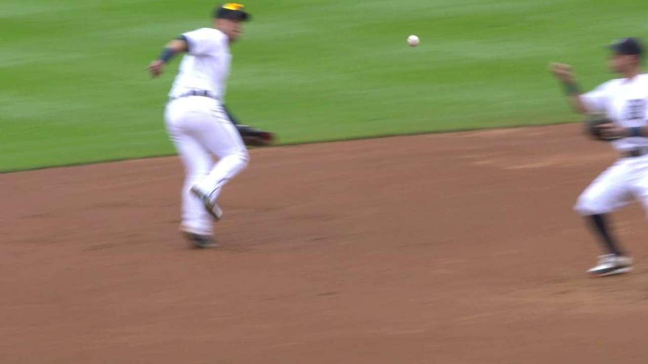 Iglesias' glove flip