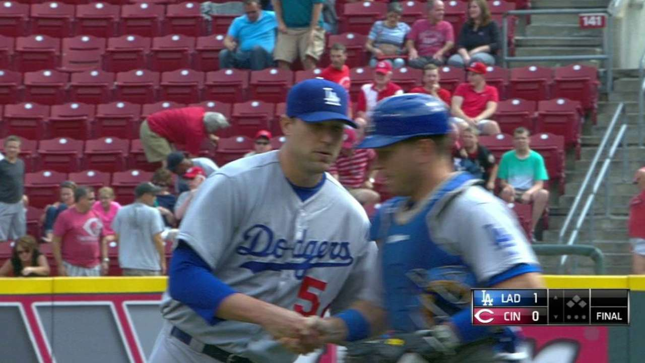 Unlikely relievers seal win for Greinke