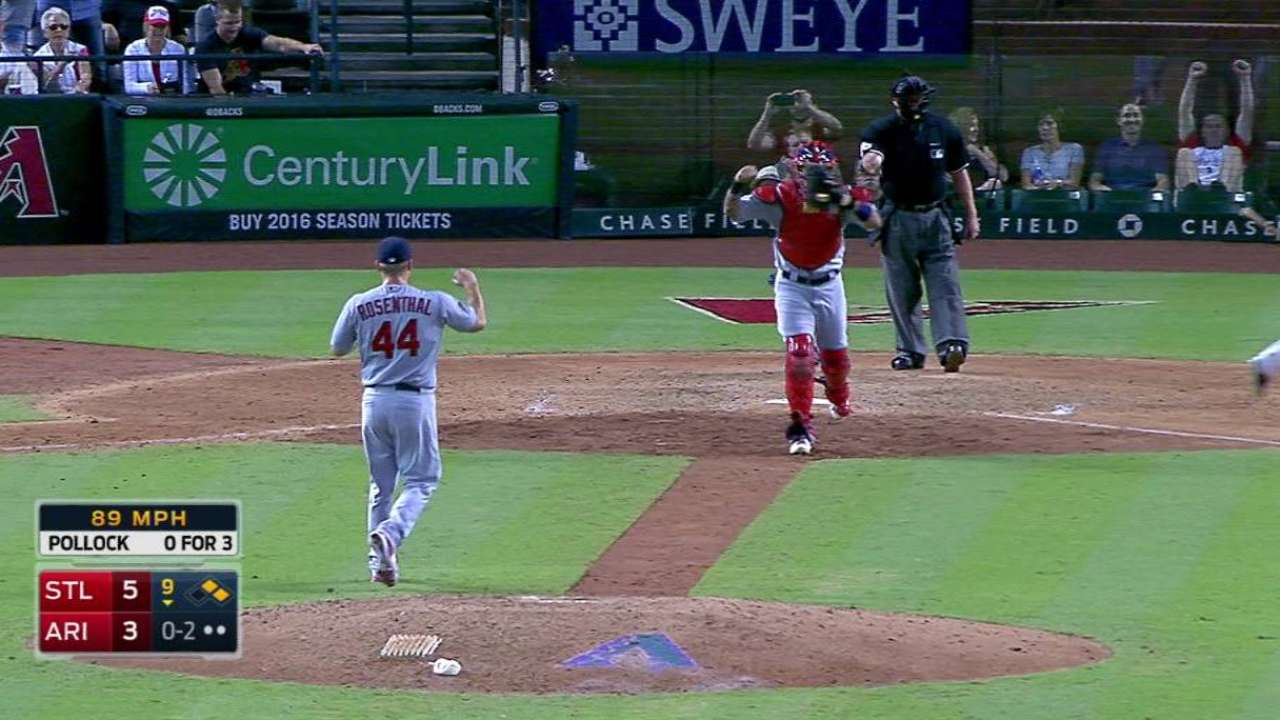 Rosenthal earns save, Cards win