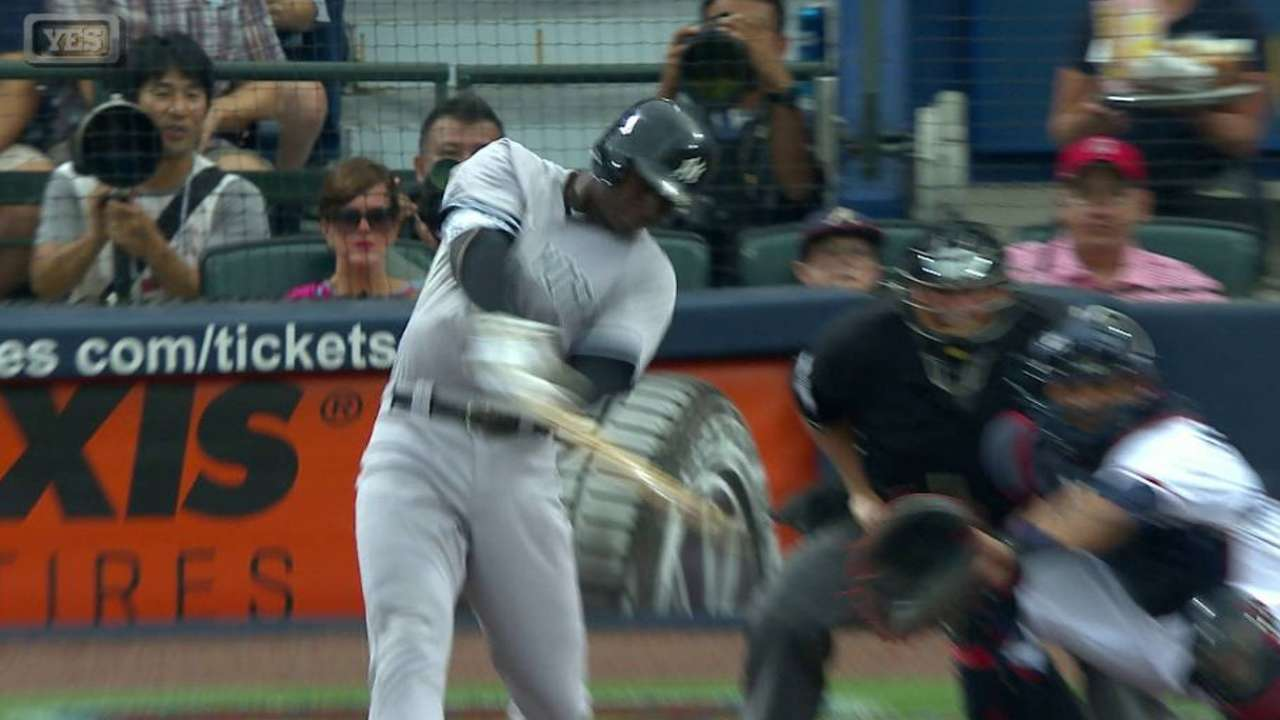 Yankees erupt for 15 runs to rout Braves