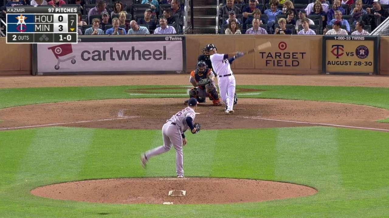 Suzuki misses homer by inches