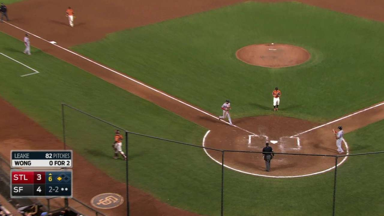 Cardinals fall to Giants on walk-off hit