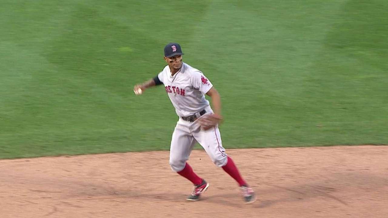 Machi replaces Tazawa as Red Sox's closer