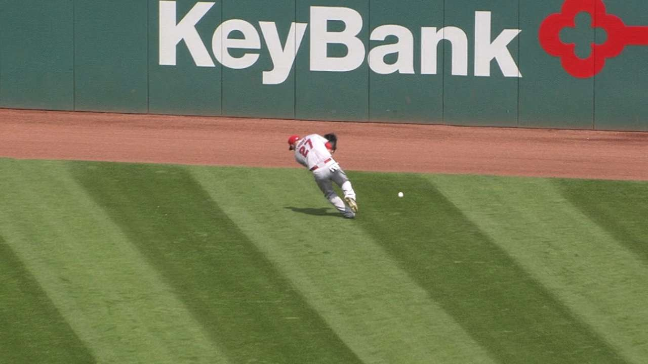 Trout loses ball in sun