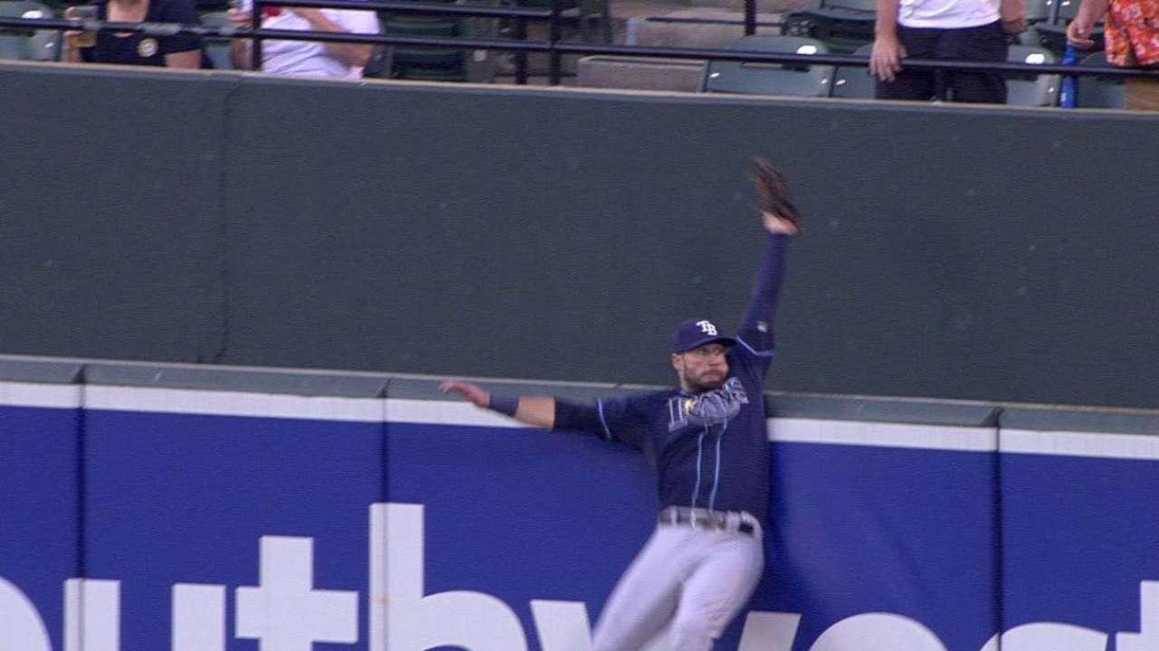 Kiermaier robs Machado with leaping grab