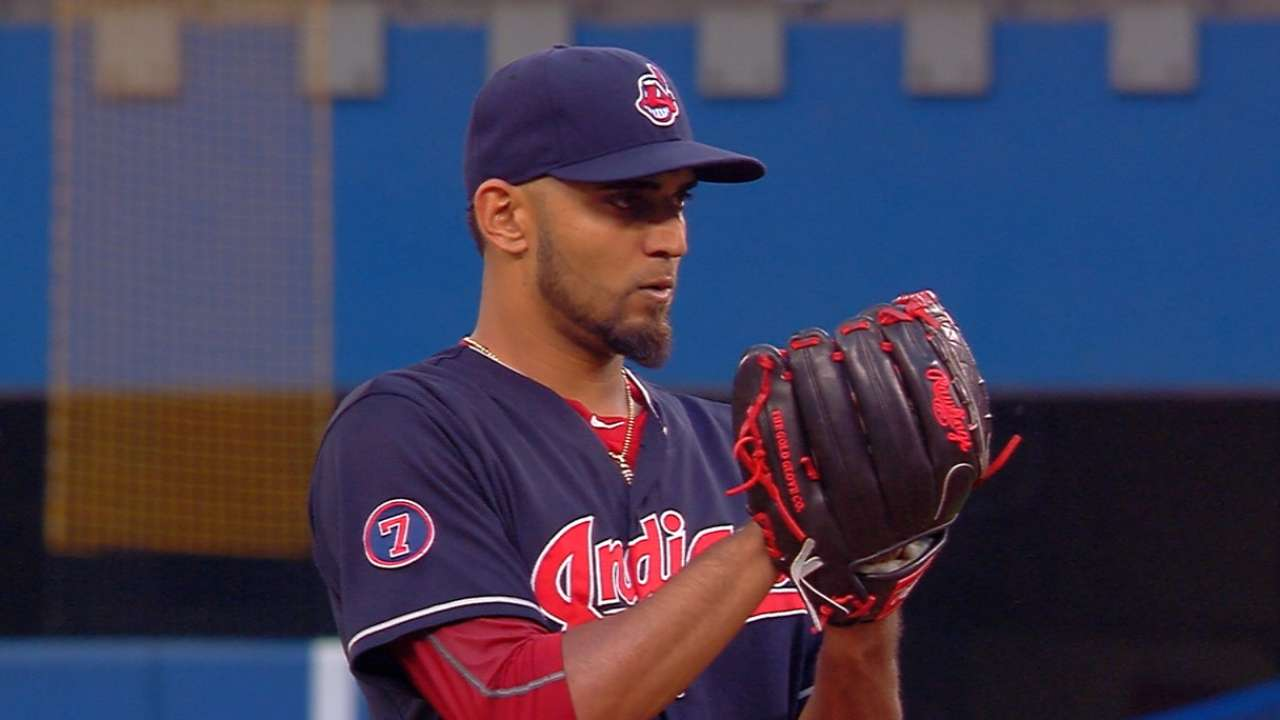 Salazar shakes off illness with 10-K win