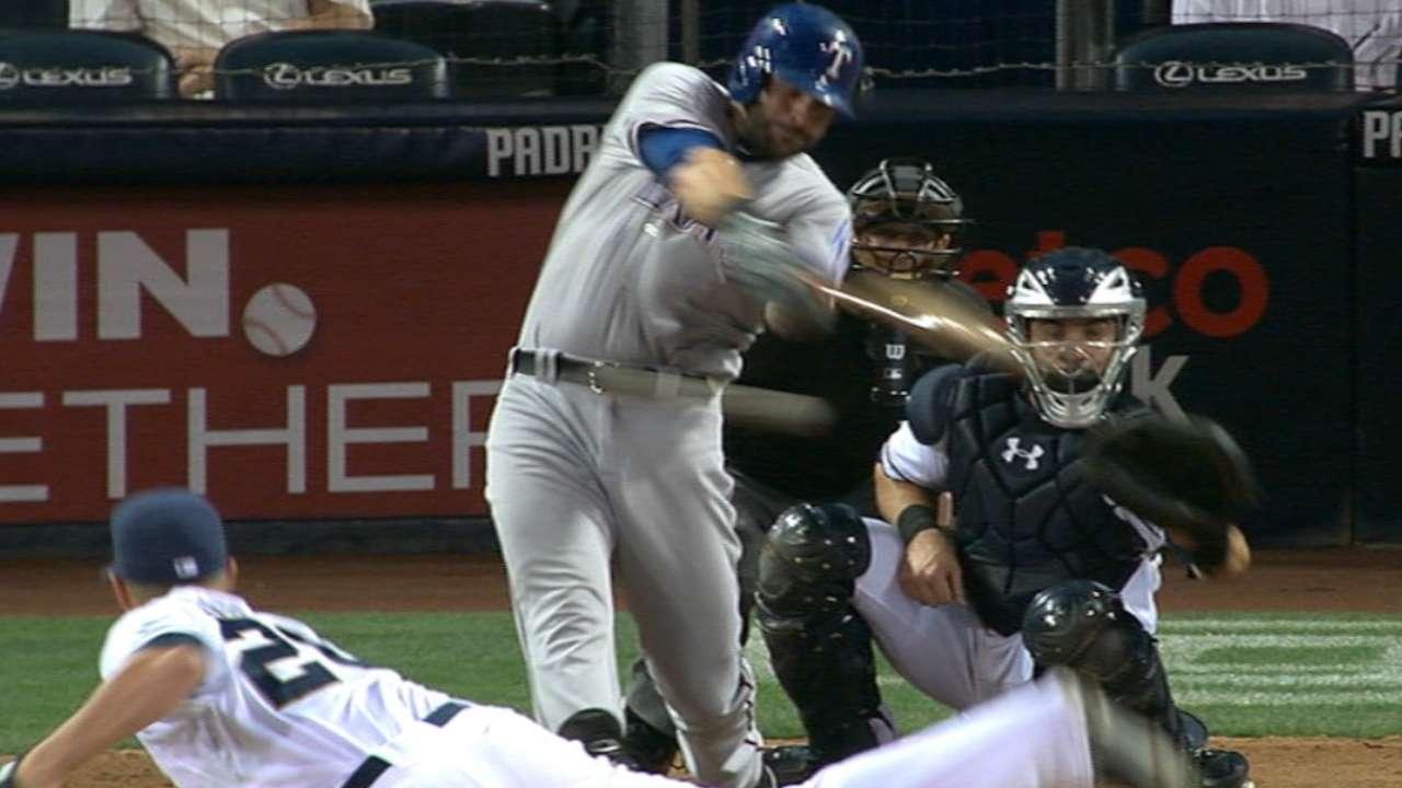 Moreland levanta a Rangers sobre Padres en el 10mo