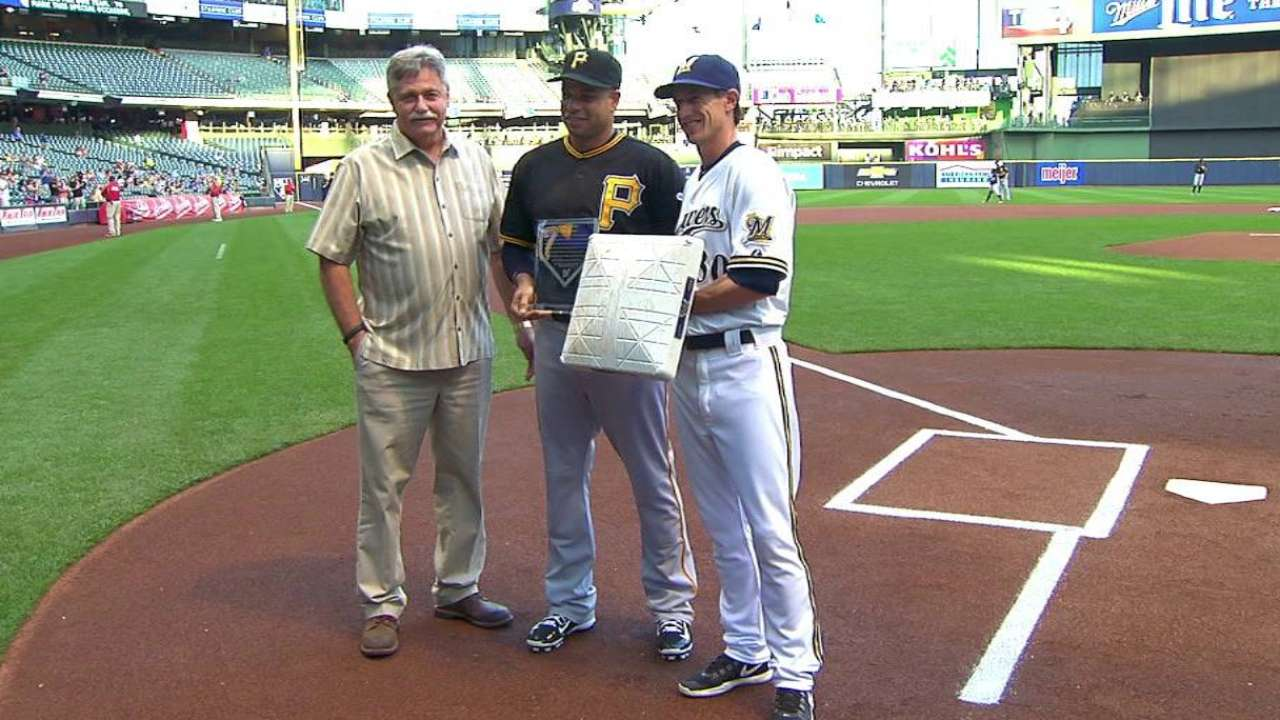 Brewers honor Ramirez