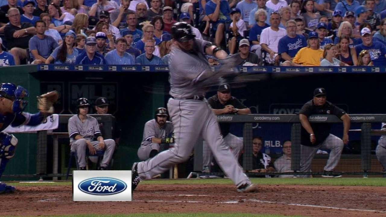 White Sox bats back Danks in win over Royals