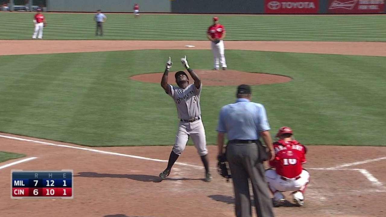Herrera's go-ahead homer