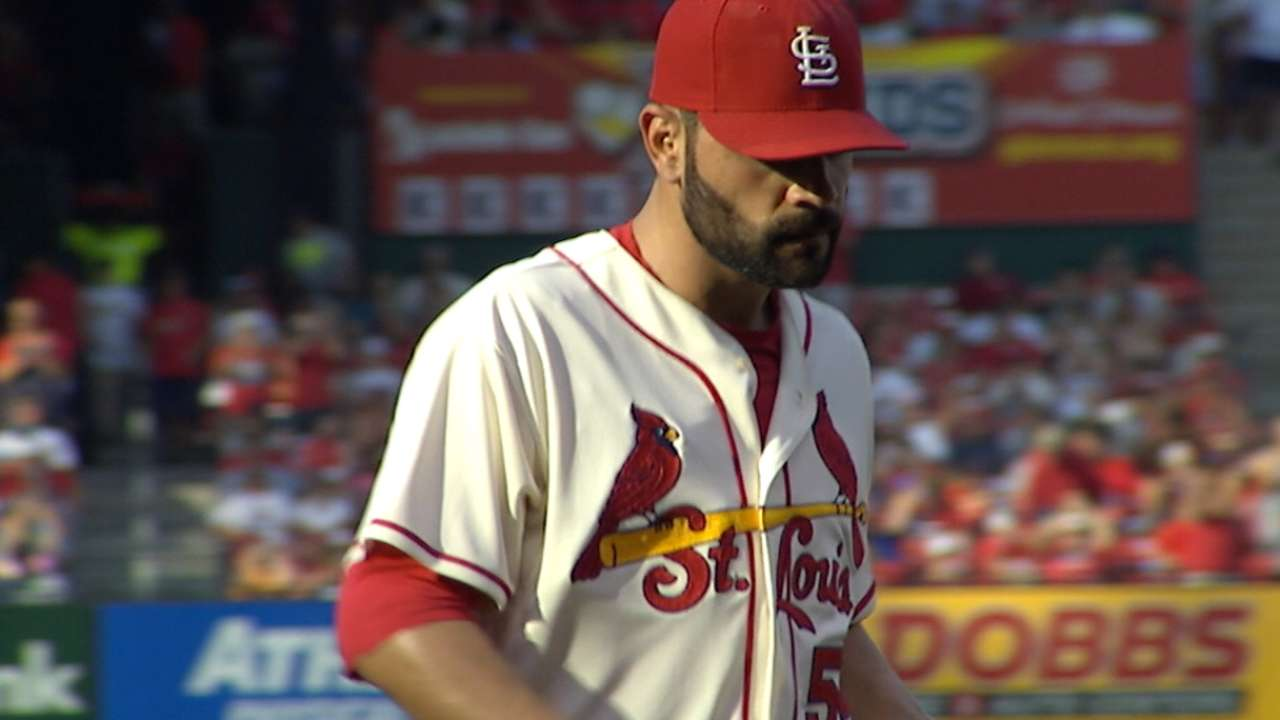 Cards down Bucs to extend NL Central lead