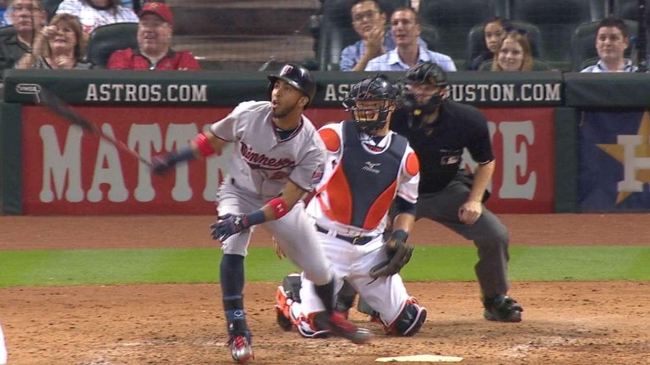 Twins vencen a Astros con triple de Rosario en la 9na