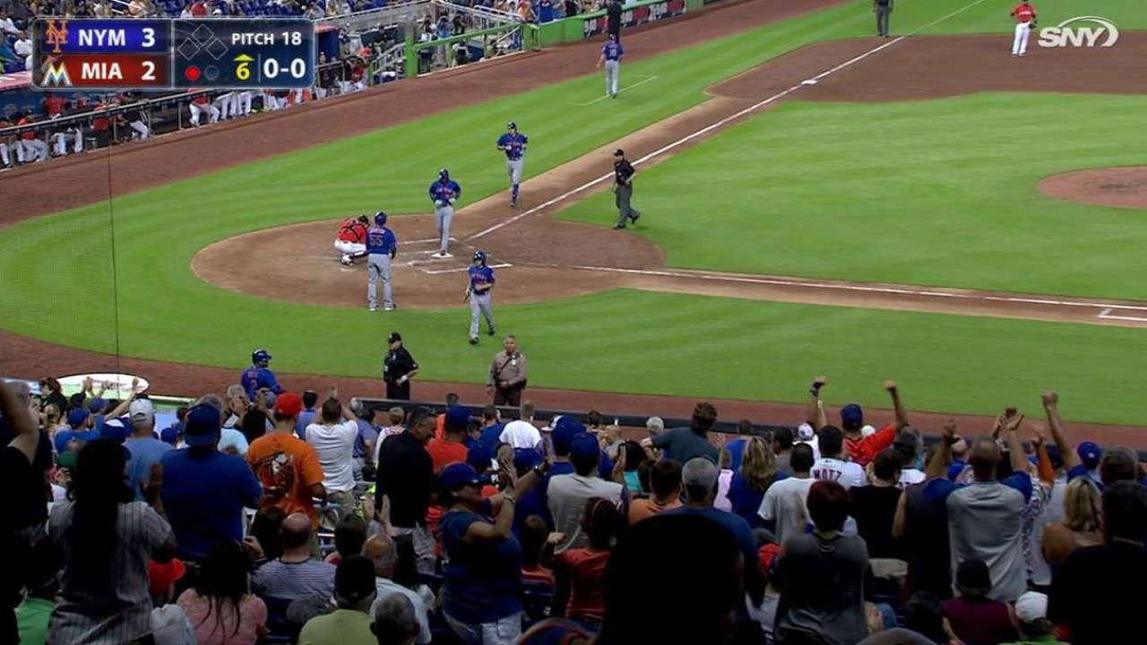 Flores' go-ahead two-run shot