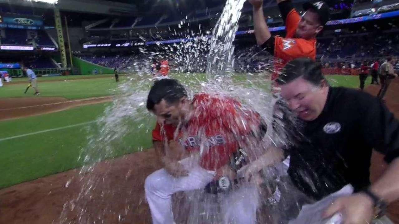 Prado's epic 9th-inning AB leads to walk-off win