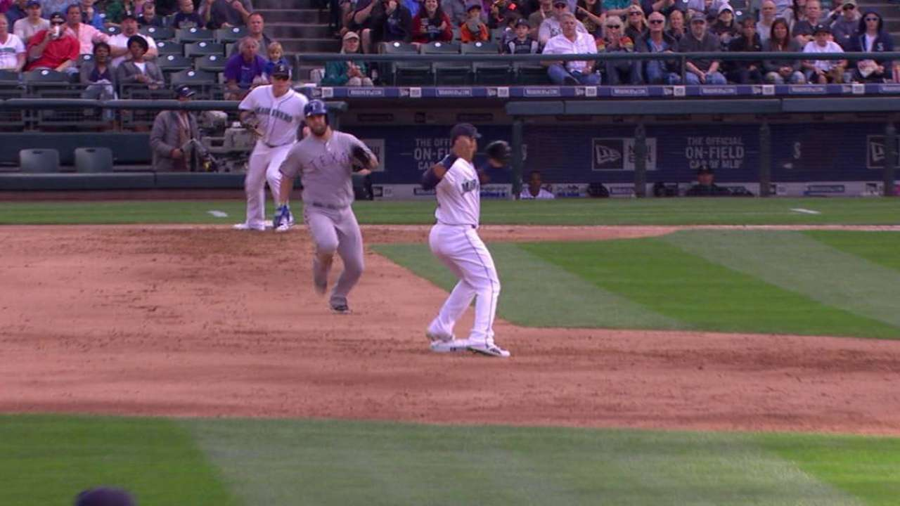 Marte ends frame with stellar double play