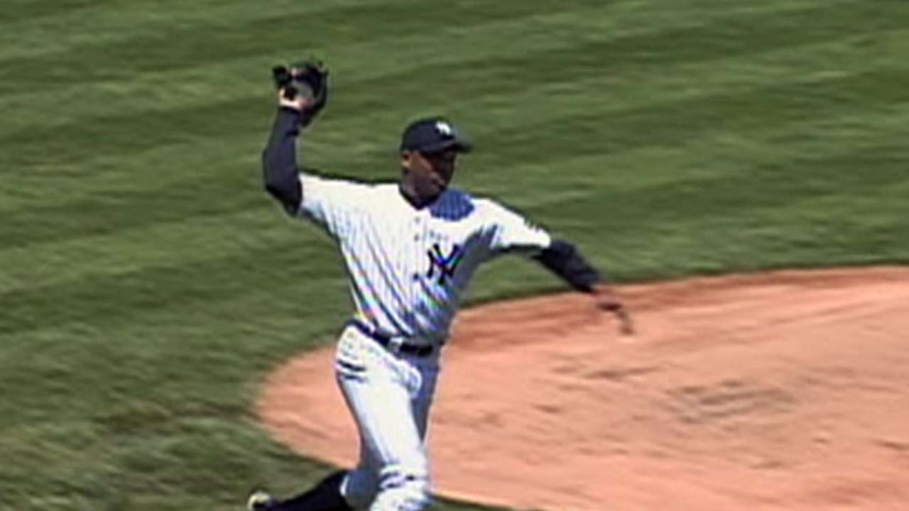 El Duque uses his glove