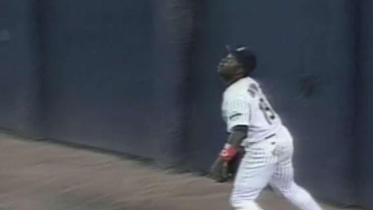 Gwynn robs Piazza of home run