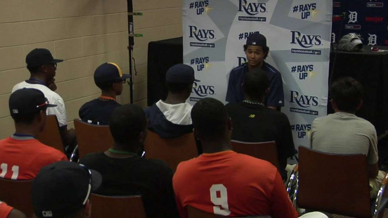 Archer talks to youth players