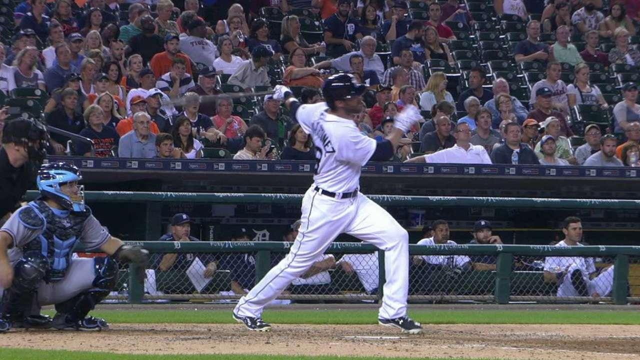 Martinez's go-ahead homer