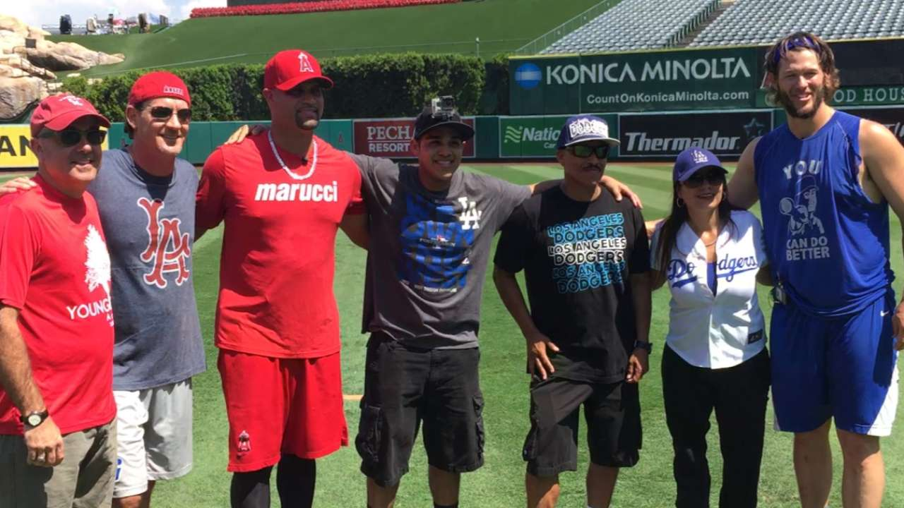 Kershaw, Pujols play Wiffle ball with fans for charity