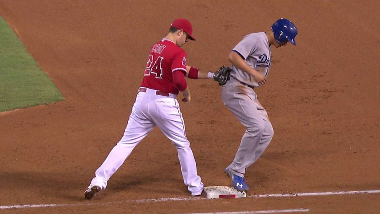 Richards picks off Seager