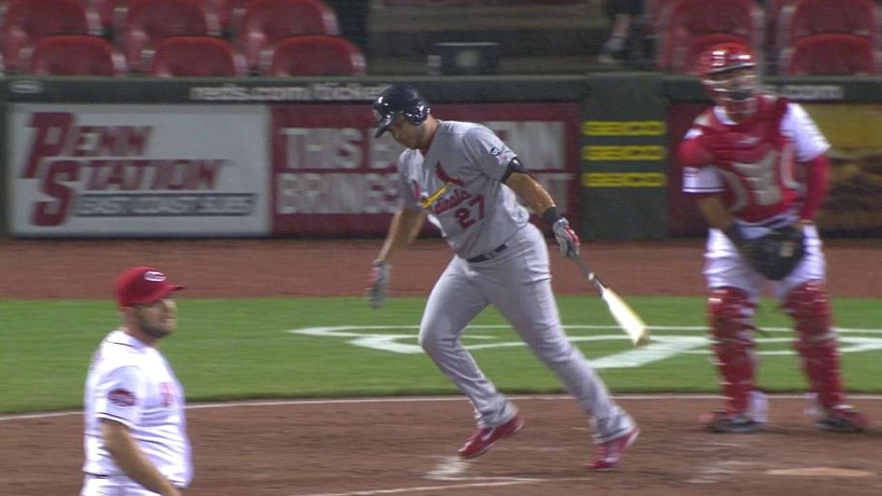 Peralta reaches on dropped popup