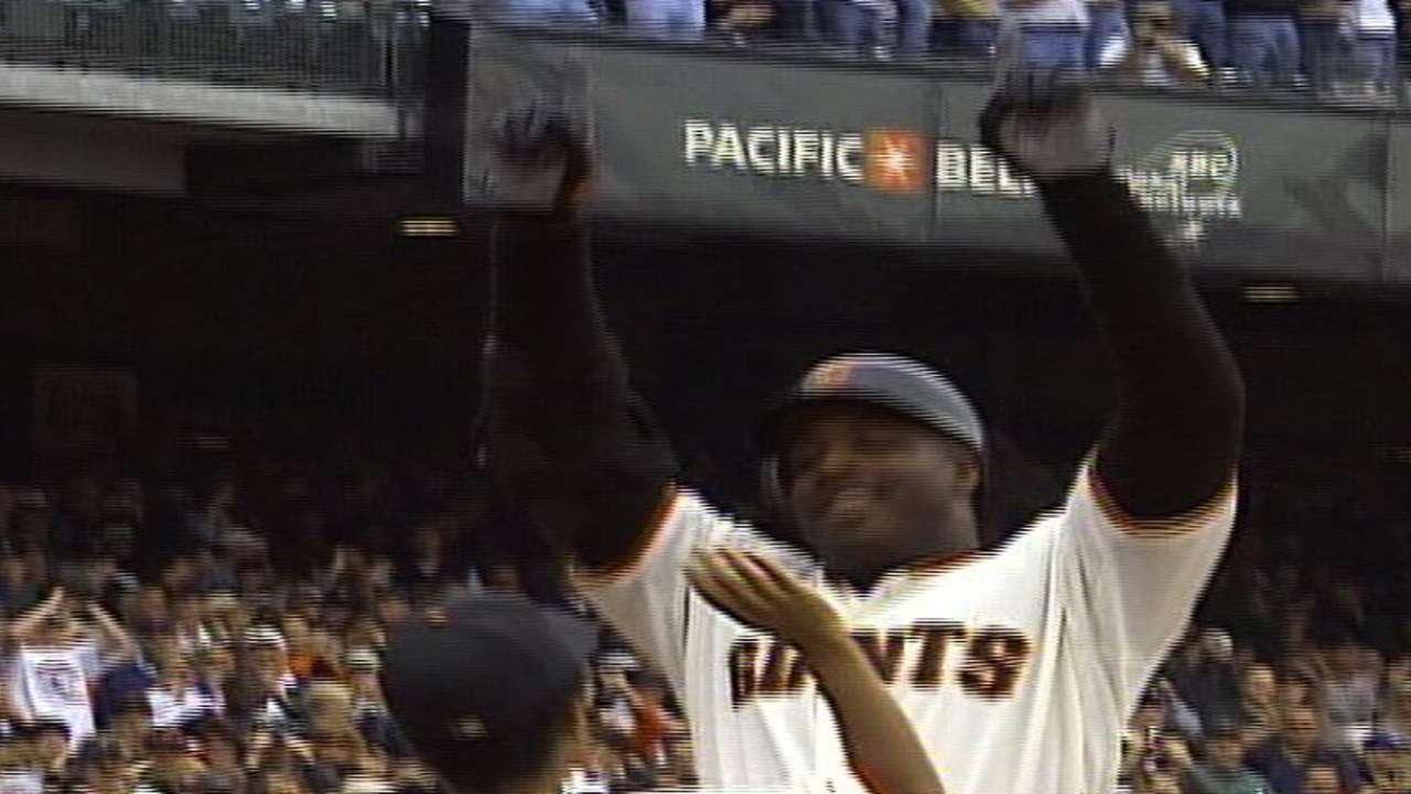 Bonds smacks his 73rd homer
