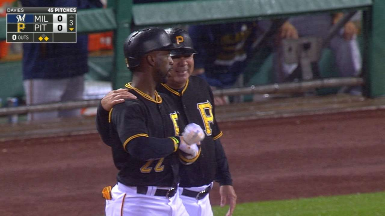 Locke helps Bucs pull within 2 1/2 of division lead
